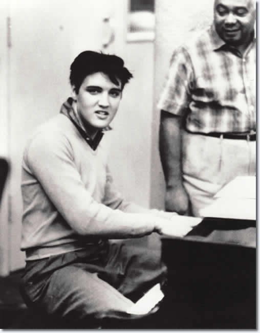 28 Amazing Photographs – January 15, 1958 Elvis Presley had recordings for  the King Creole soundtrack. – Elvis Presley